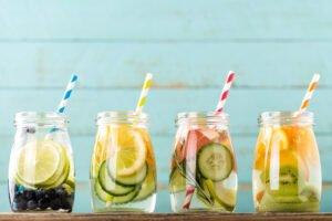 Het Gezinsleven - Lifestyle - Koken en recepten - 10x water met een smaakje recepten! - Verschillende soorten op een rij