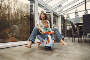 Het Gezinsleven - Moeder en Kind - Kinderen 1-4 jaar - Een oppas, wat mag je verwachten? - Samen spelen met de oppas