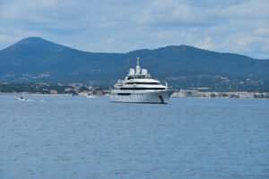 Het Gezinsleven - Vakantie - Autovakantie - Vakantie in de Côte d'Azur, beter wordt het niet! - Saint-Tropez, jacht op zee
