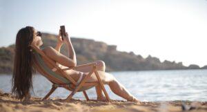 Het Gezinsleven - Lifestyle - Gezondheid en verzorging - Het seizoen van de zelfbruiners is weer aangebroken! - Zonnen op het strand
