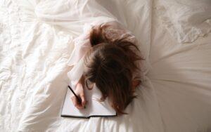 Het Gezinsleven - Lifestyle - Mindset -Beter slapen met een fijn avondritueel - Journaling