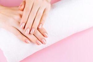 Het Gezinsleven - Lifestyle - Hobby's - Hoe krijg je gezonde en sterke nagels? De 10 beste tips. - Natuurlijke, roze nagels