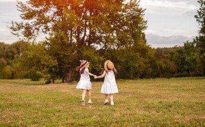 Het Gezinsleven - Moeder en Kind - Baby - 15 keer: Felicitatie met de geboorte van een tweeling - Samen wandelen