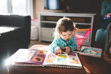 Het Gezinsleven - Moeder en Kind - Kinderen 1-4 jaar - Taalontwikkeling/ hoe krijg je meer interactie met je kind? - Samen een aanwijsboek lezen