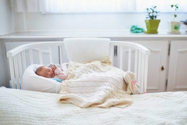 Het Gezinsleven - Moeder en Kind - Moeders - 10 mom hacks die het leven als moeder gemakkelijker maken - Co-sleeper