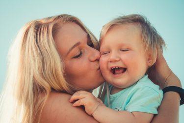 Het Gezinsleven - Moeder en Kind - Moederskindje: wat als jouw kind alleen maar bij jou wil zijn? - Knuffelen