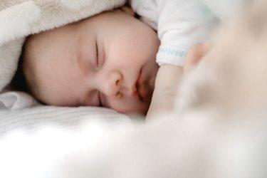Het Gezinsleven - Moeder & Kind - Baby's - Wat een pasgeboren baby allemaal kan! - Slapende baby